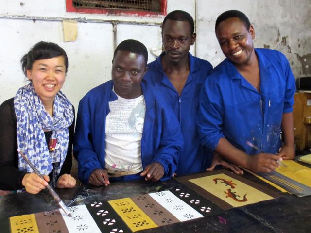 デザイナー自身がアフリカへ買い付けに行ってます